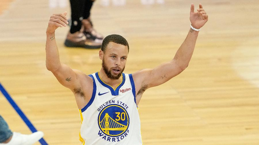 Stephen Curry teve temporada impressionante na NBA, batendo recordes e liderando o Golden State Warriors - Thearon W. Henderson/Getty Images