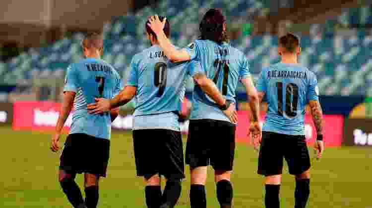 De La Cruz, Suárez, Cavani e Arrascaeta comemoram gol do Uruguai sobre a Bolívia na Arena Pantanal - Twitter da Copa América - Twitter da Copa América