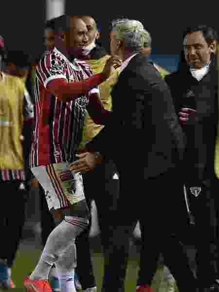 Marquinhos comemora com Crespo após marcar para o São Paulo contra o Racing - Marcelo Endelli/Getty Images - Marcelo Endelli/Getty Images