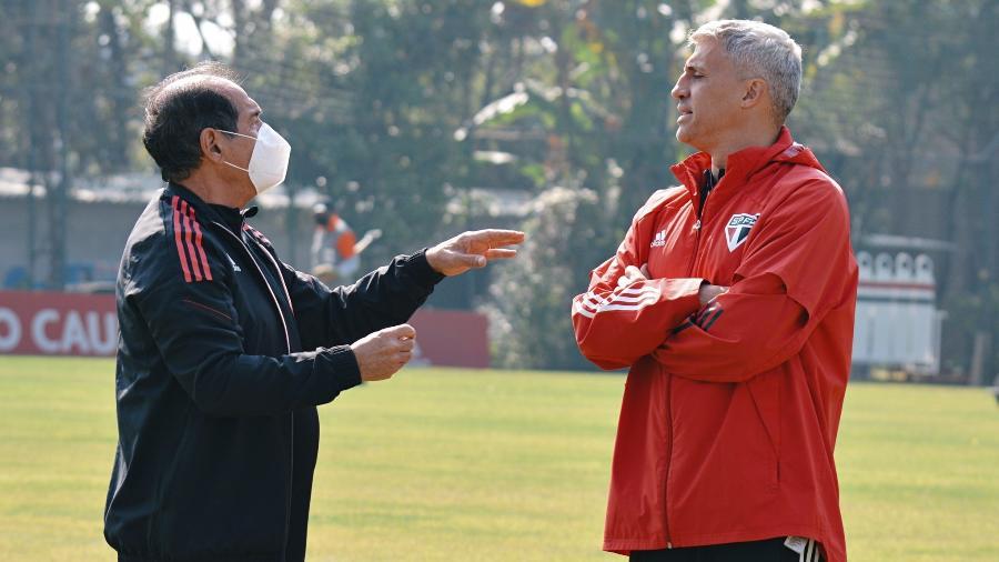 Hernán Crespo e Muricy Ramalho durante treino do São Paulo, no CT da Barra Funda  - Erico Leonan/São Paulo FC