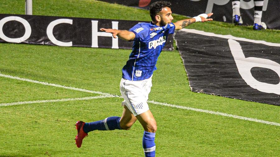 Getúlio, do Avaí, celebra gol contra o Vasco, na Ressacada, pela Série B do Brasileiro - EDUARDO VALENTE/ISHOOT/ESTADÃO CONTEÚDO