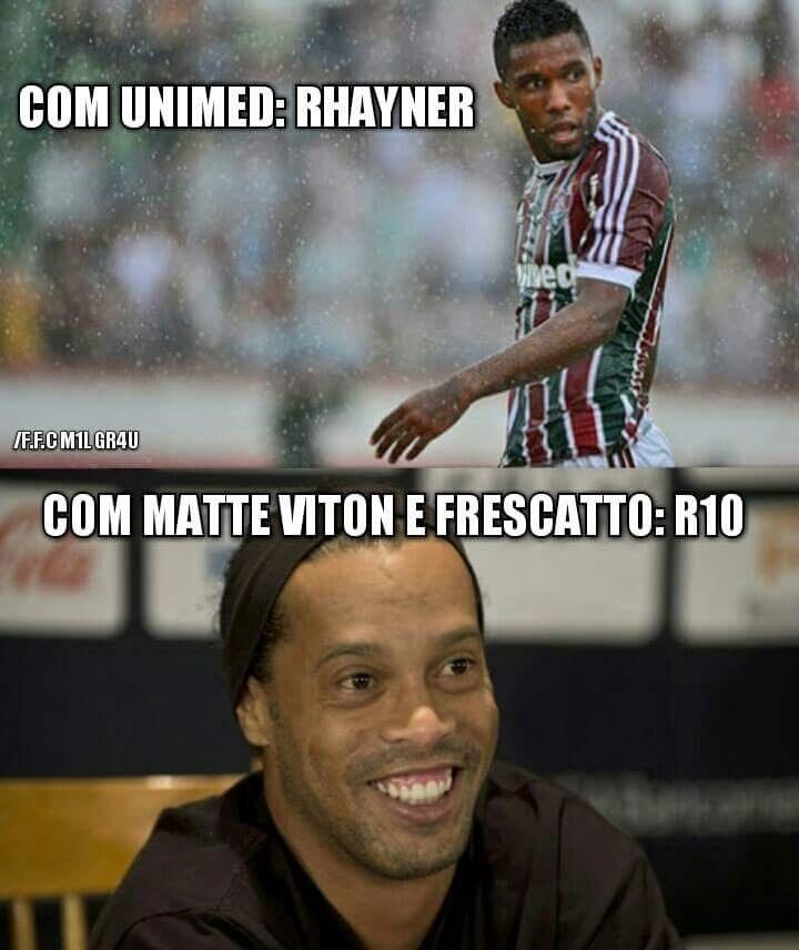 Torcida do Flu celebra acerto com Ronaldinho Gaúcho e ironiza antigo patrocinador