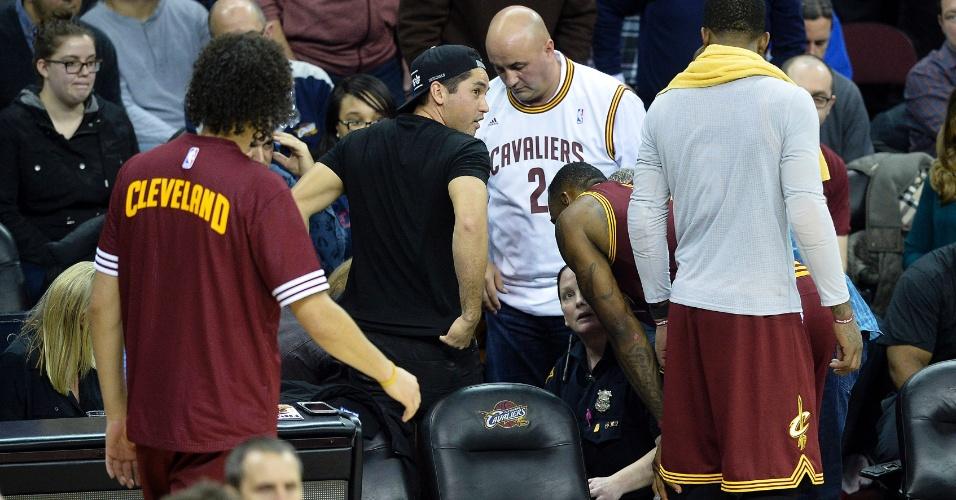 Jason Day - de camiseta preta - viu a mulher, Ellis, ser atingida por LeBron James