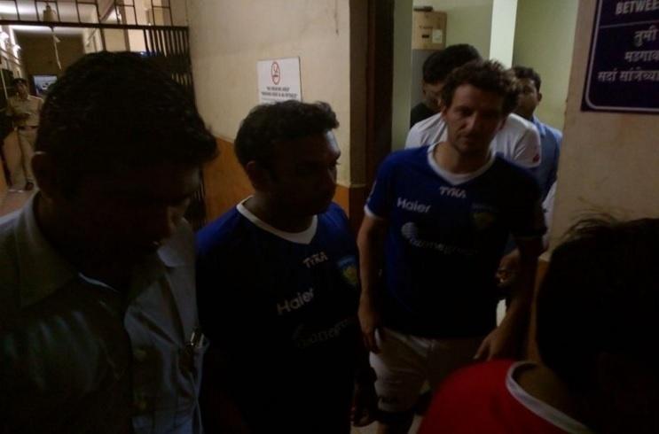 Elano é detido na Índia após jogo