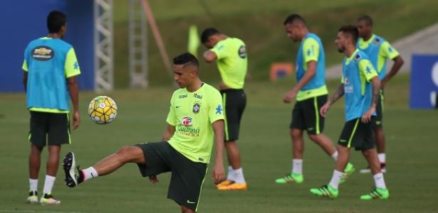 Marquinhos tem sido convocado recorrentemente à seleção brasileira