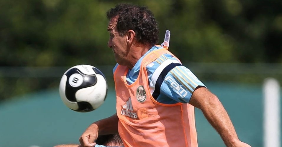 Técnico Cuca durante treinamento do Palmeiras na Academia de Futebol