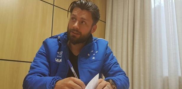 Atacante de 31 anos assinou por três temporadas com o Cruzeiro