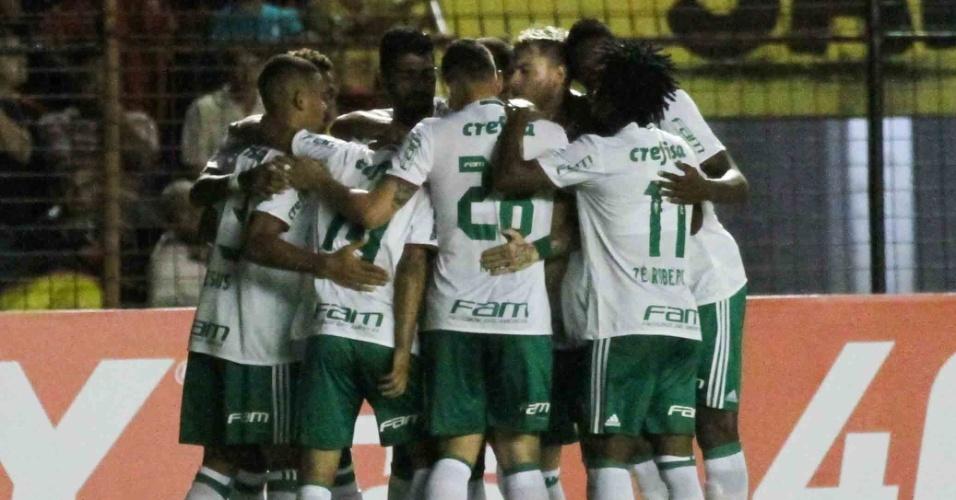 Palmeiras festeja um dos gols contra o Sport