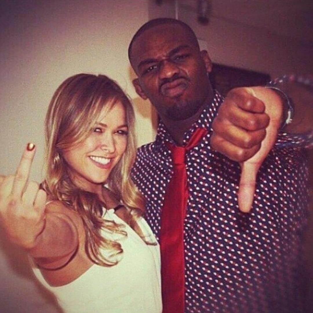 Jon Jones publica foto antiga ao lado de Ronda Rousey