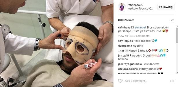Rafinha faz máscara que usará pelo Barça