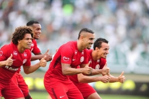 Série B | Inter bate Goiás por 2 a 0 e mantém chance de título