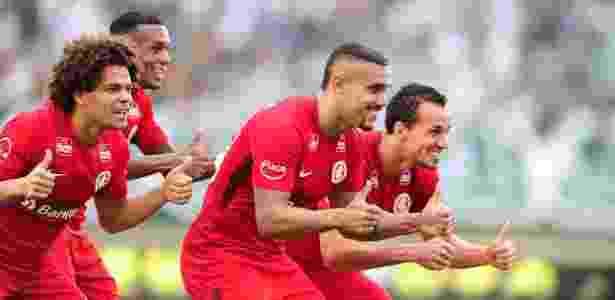 Pottker comemora seus dois gols pelo Internacional sobre o Goiás - Internacional/divulgação