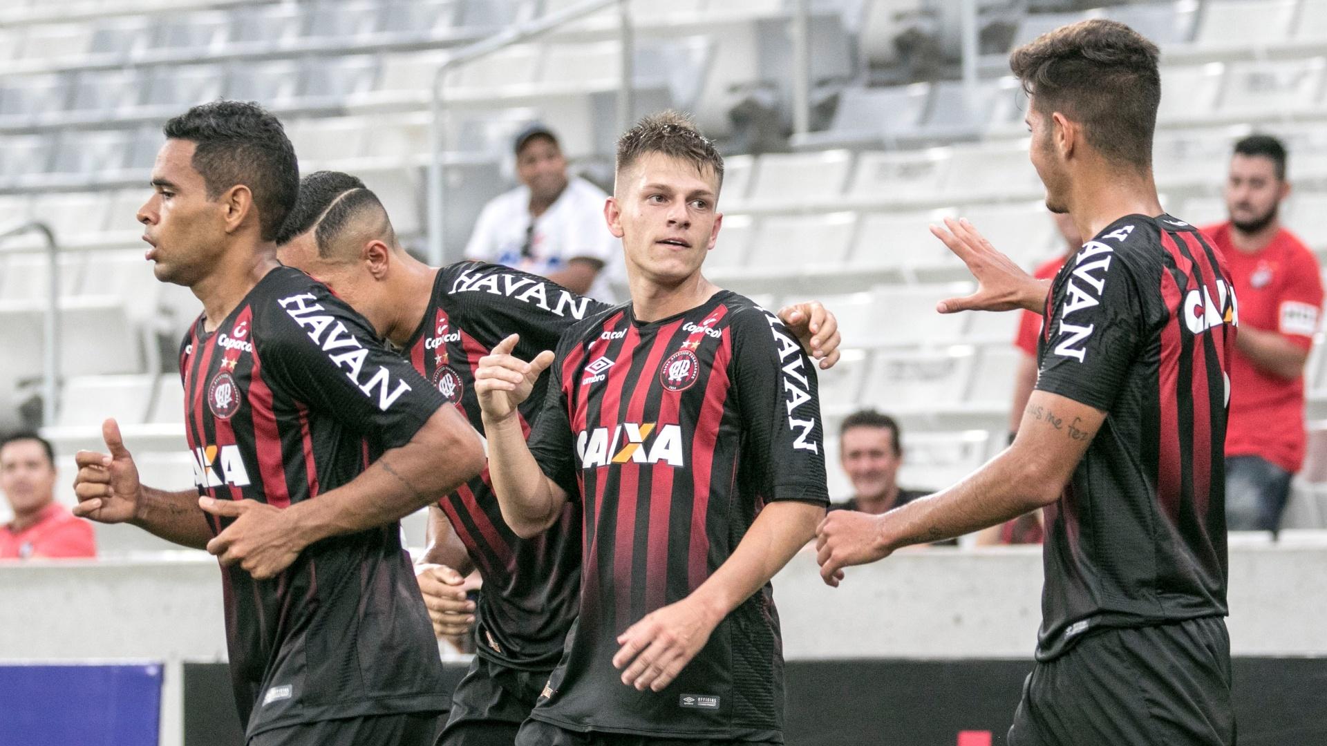 João Pedro fez o gol da vitória do Atlético-PR