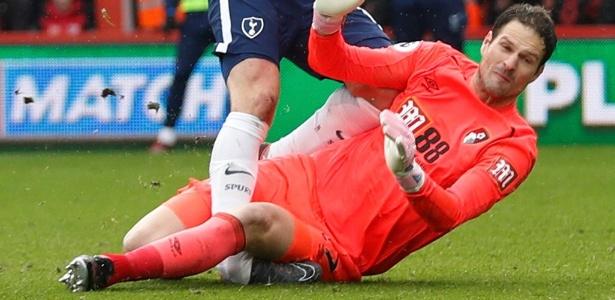 Lance que provocou a lesão em Kane