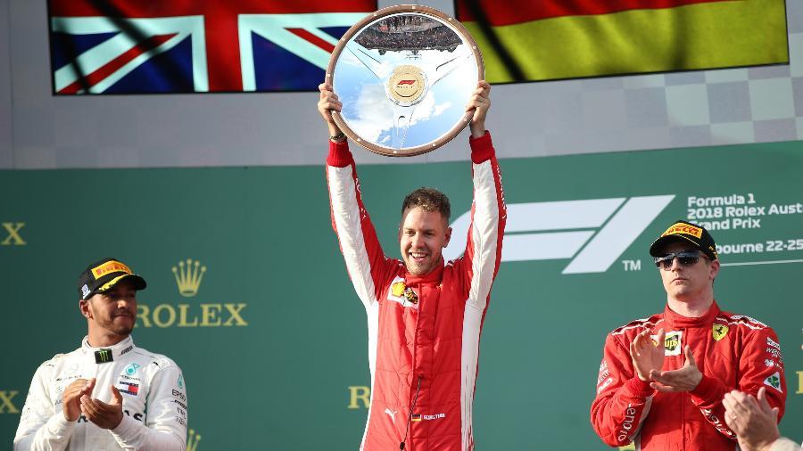 Hamilton assiste a Vettel no pódio do GP da Austrália - Bai Xuefei/Xinhua