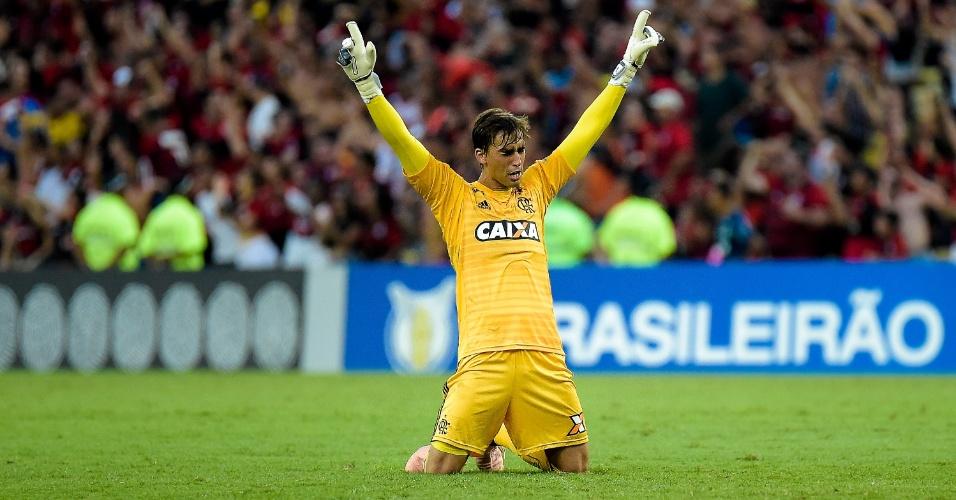 Cesar comemora gol do Flamengo sobre o Fluminense no Maracanã