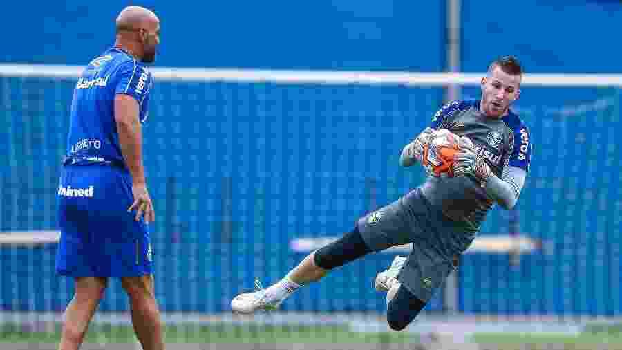 Paulo Victor é quem está na frente na disputa para ser titular no gol do Grêmio - Lucas Uebel/Grêmio