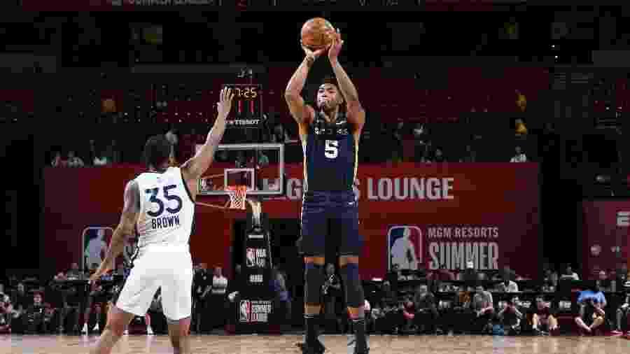 Bruno Caboclo arremessa a bola na partida entre Memphis Grizzlies e Minnesota Timberwolves na final pela Liga de Verão da NBA - Garrett Ellwood/NBAE/Getty Images