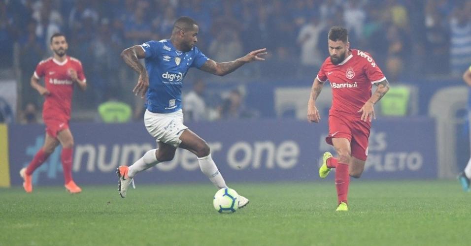 Dedé e Sóbis, durante partida entre Cruzeiro e Internacional