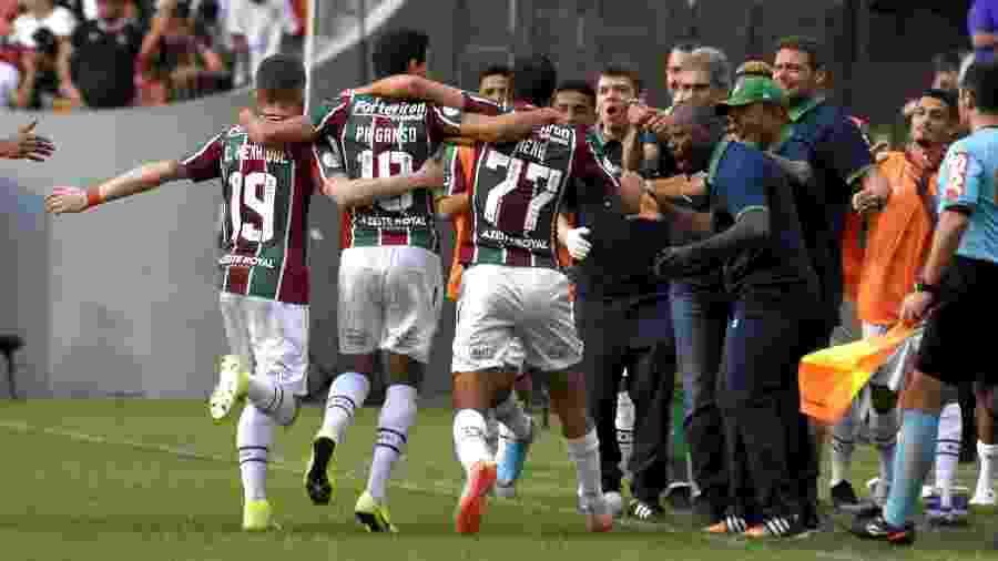 Ganso comemora gol com Nenê: dupla comanda o meio campo do Flu contra o Goiás - Mailson Santana/Fluminense FC