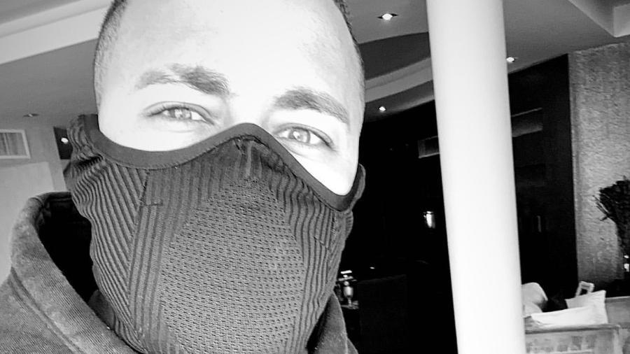 13/02/2020 - Neymar posta foto de máscara - Reprodução/Instagram Stories