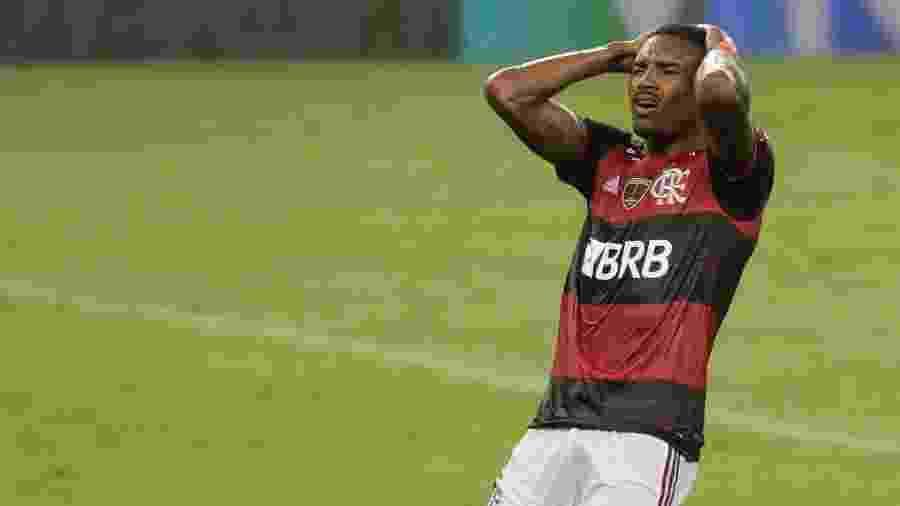 Vitinho lamenta chance perdida na eliminação do Flamengo na Libertadores 2020 - Antonio Lacerda/Pool/AFP