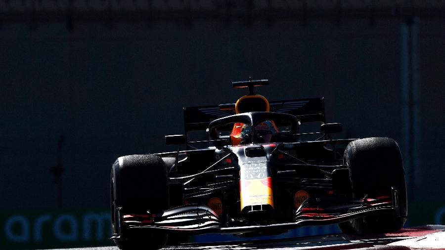 Max Verstappen, da Red Bull, durante treinos livres do GP de Abu Dhabi - Rudy Carezzevoli/Getty Images
