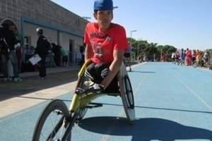 Cadeirante, ex-atleta sobrevive como entregador de app no interior de SP