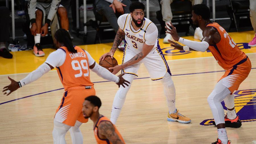 Anthony Davis em ação pelo Los Angeles Lakers contra o Phoenix Suns nos playoffs da NBA - Gary A. Vasquez/USA TODAY Sports