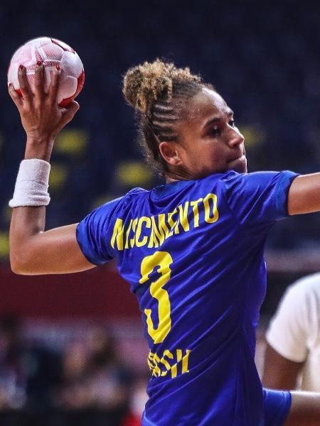 Ale Nascimento, da seleção brasileira de handebol, no jogo contra a França nas Olimpíadas de Tóquio-2020 - Gaspar Nobrega/COB