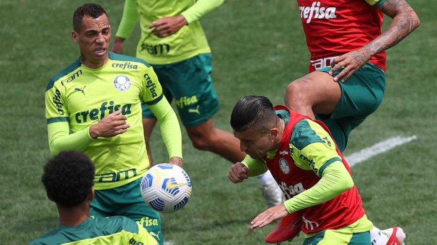 Jogadores do Palmeiras em ação, durante treino na Academia de Futebol - Cesar Greco/Palmeiras