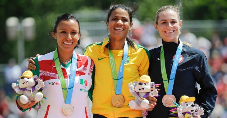 Juliana dos Santos recebe a medalha de ouro conquista nos 5.000m feminino
