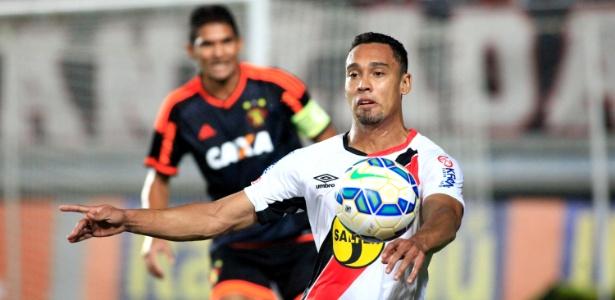 Edigar Junio comemora gol pelo Joinville no Brasileiro de 2015