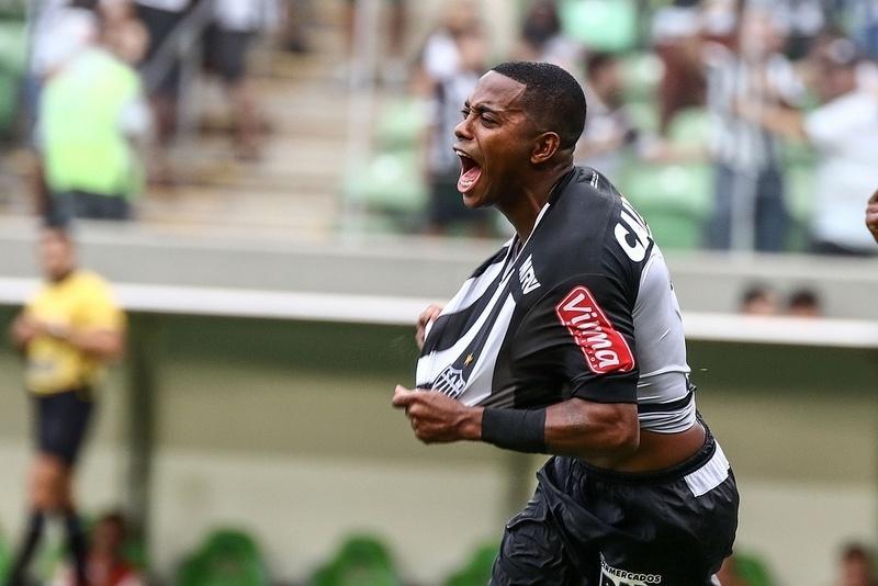 Robinho comemora o primeiro gol com a camisa do Atlético-MG