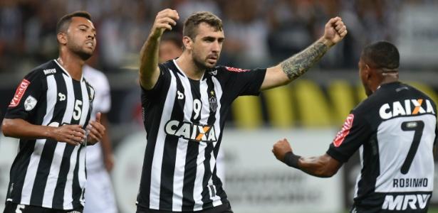 Lucas Pratto celebra um de seus gols com a camisa do Atlético-MG