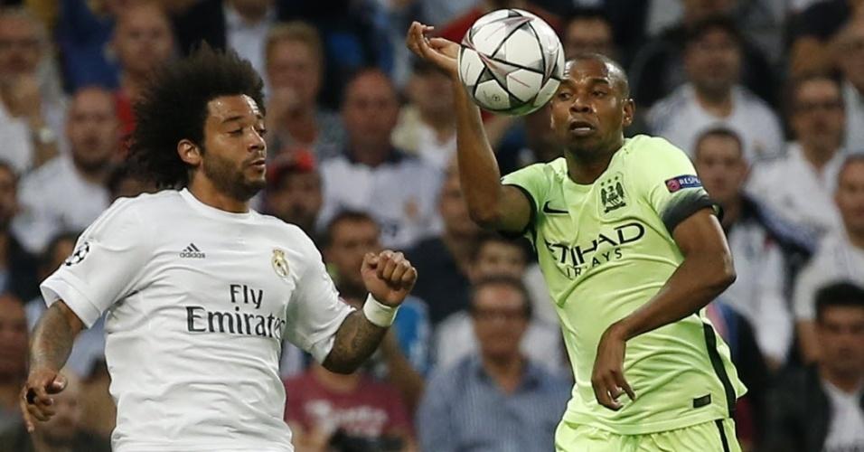 Brasileiro Marcelo e Fernandinho disputam bola durante semifinal da Liga dos Campeões entre Real x City