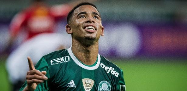 Gabriel Jesus comemora gol do Palmeiras sobre o Figueirense