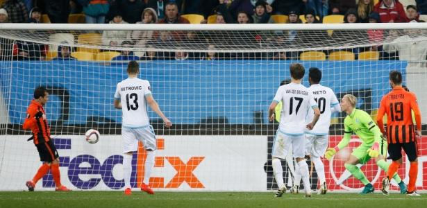Bernard só precisou empurrar para marcar para o Shakhtar Donetsk