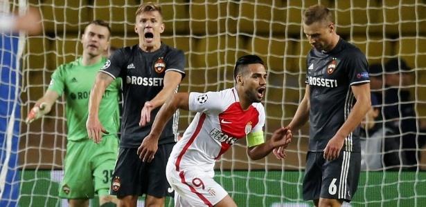 Falcao García comemora um de seus dois gols na vitória do Monaco sobre o CSKA