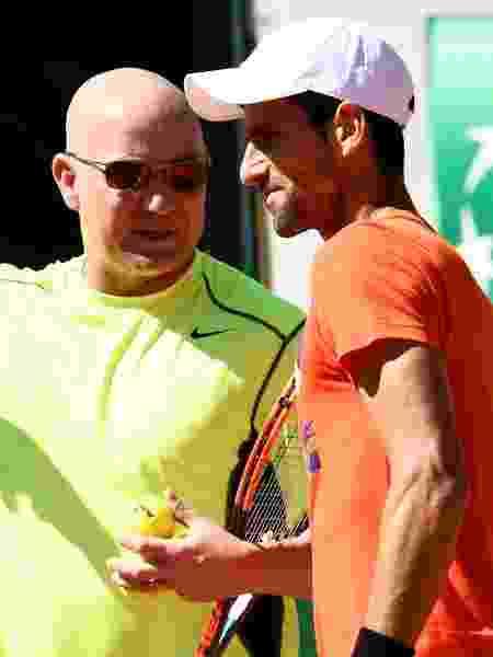 Agassi e Djokovic - CHRISTOPHE SIMON/AFP - CHRISTOPHE SIMON/AFP