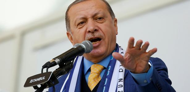 Erdogan continua sendo o político mais popular do país e deve disputar a reeleição