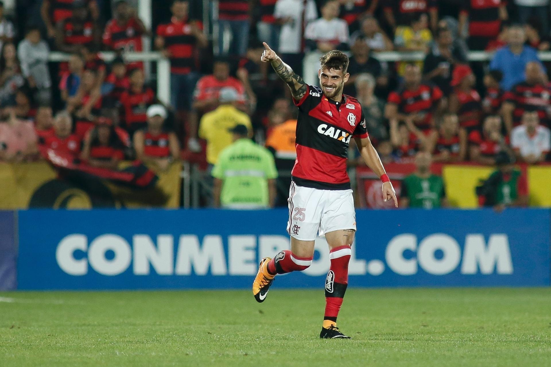 Tática de pressão e diferenças  os bastidores do acerto de Vizeu com Grêmio  - 06 01 2019 - UOL Esporte 09c8a3c45b2d8