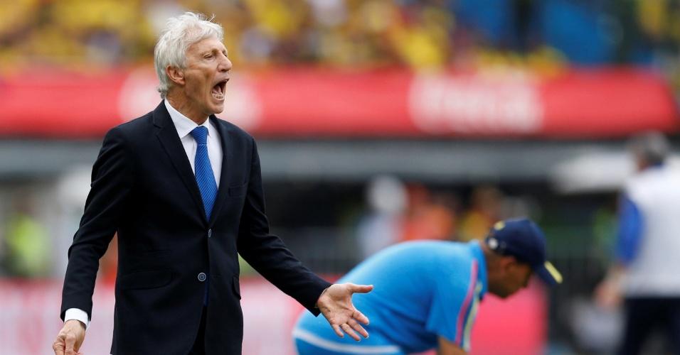 O técnico Jose Pekerman orienta a Colômbia em jogo contra o Brasil pelas Eliminatórias