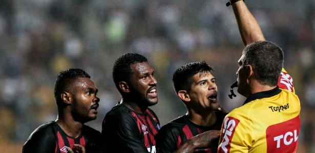 Nikão, expulso contra o São Paulo: sem ele, nada de pontos para o Atlético - Ale Cabral/AGIF