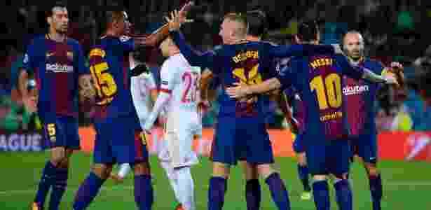 Jogadores do Barcelona comemoram gol do time contra o Olympiacos - Josep Lago/AFP - Josep Lago/AFP