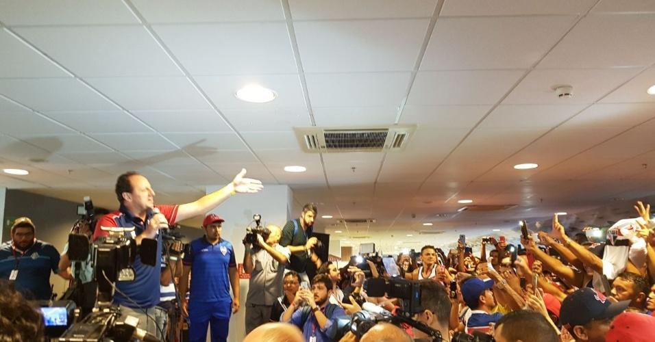 Rogério Ceni encontra torcedores do Fortaleza em evento no Castelão