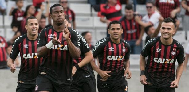 Ribamar comemora contra o Palmeiras em 2017: agora jogará ao lado de Keno, no Egito