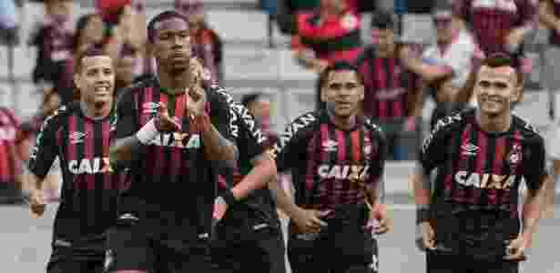 Ribamar comemora contra o Palmeiras em 2017: agora jogará ao lado de Keno, no Egito - Cleber Yamaguchi/AGIF