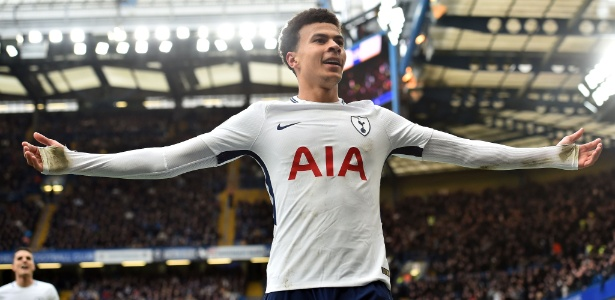 Dele Alli comemora o terceiro gol do Tottenham sobre o Chelsea