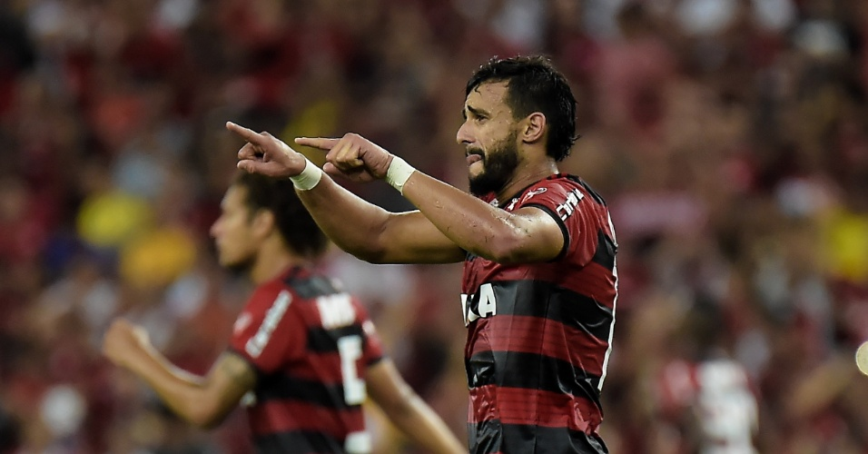 Henrique Dourado comemora gol do Flamengo contra o América-MG pelo Campeonato Brasileiro